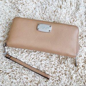 Michael Kors Wristlet leather Wallet
